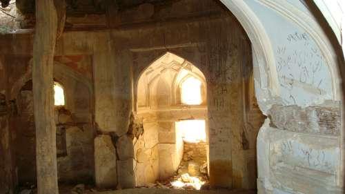 تصاویری از مسجد و آتشکده باستانی پیرهمدان شهرستان طارم(تخریب شده در زلزله 31 خرداد 1369)